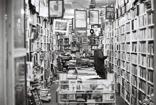 bookstore-482970_640
