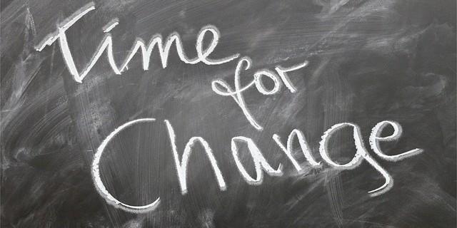 情報の劣化、環境の変化…会社案内をリニューアルするタイミングとは