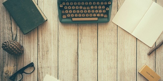 typewriter-801921_640