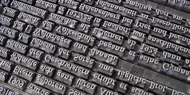 セリフ体とサンセリフ体の違いとは?欧文フォントの基本と種類